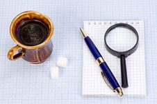 Free Magnifying Glass At Paper Royalty Free Stock Photography - 14851417