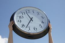 Free Hands Lifting Big Clock Outdoors Royalty Free Stock Photos - 14852368