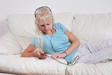 Free Blond Woman Listening To Her Player Stock Image - 14853061