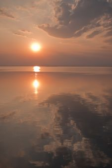 Free Sunset Reflects On The Calm Water Of Ubonrat Dam Stock Photos - 14855023