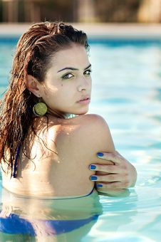 Free Woman Relaxing In Swimming Pool Royalty Free Stock Images - 14855269