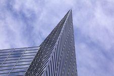Free Modern Office Building With Cloud Reflection Royalty Free Stock Photos - 14858908