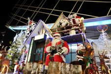 Free Santa Hut Christmas Display Set Stock Image - 14861441