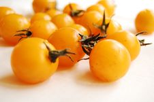 Free Yellow Cherry Tomatoes 2 Stock Images - 14866924