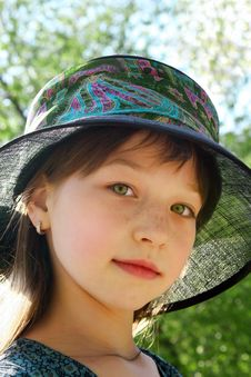 Free Small Lady In A Hat Royalty Free Stock Images - 14869309