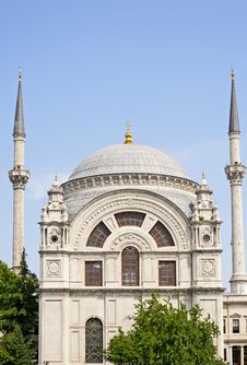 Free Ornate Mosque With Blue Sky Royalty Free Stock Image - 14869356
