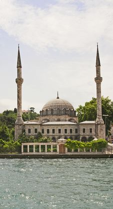 Free Mosque By A River Royalty Free Stock Photos - 14869548