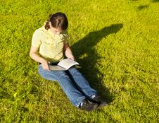 Free Girl Reading A Book Royalty Free Stock Photography - 14871277