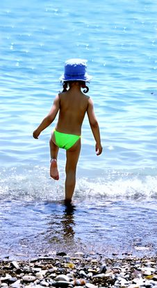 Free Child And The Sea Royalty Free Stock Photo - 14880475