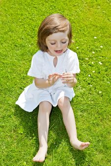Free Three Years Old Girl With Daisy Flower Stock Images - 14883744
