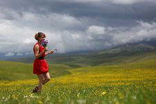 Free The Girl In Mountains Royalty Free Stock Photography - 14884147