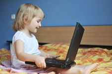 Free Little Girl With Laptop Stock Photography - 14888792