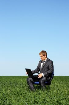 Free Young Businessman Working Outdoor Royalty Free Stock Photos - 14894238