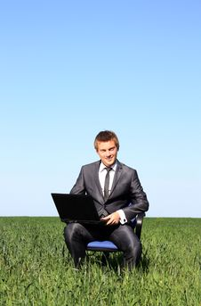 Free Young Businessman Working Outdoor Royalty Free Stock Photos - 14894348
