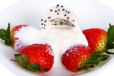 Free Strawberries And Cream Pitahaya On A Plate Stock Photography - 14895132