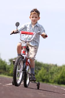 Free Boy Goes For A Drive On A Bicycle Stock Image - 14895651