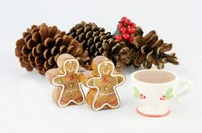 Free Gingerbread Men And Pinecones For Xmas Stock Photos - 1492033