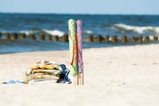 Free Textile Beach Windbreak And Towels Stock Photography - 14904672