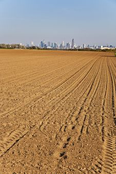 Free Freshly Ploughed Acre With Skyline Royalty Free Stock Photos - 14914978