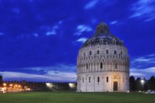 Free Pisa S Tower Royalty Free Stock Photo - 14918675