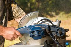 Free Chopsaw In Action Royalty Free Stock Image - 14924126