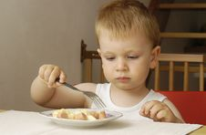 Free Small Boy Eats Dinner Stock Photo - 14927090