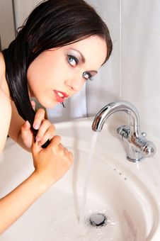 Free Beautiful Woman Washes Her Hair Royalty Free Stock Image - 14930816