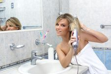 Free Woman In The Bathroom Royalty Free Stock Photos - 14934068