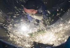 Free Welder Welding Metal And Sparks Royalty Free Stock Images - 14936659