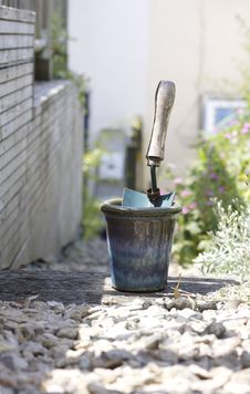 Free Trowel And Plant Pot Stock Photos - 14937123
