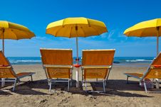 Free Lounge Chairs Under A Yellow Royalty Free Stock Photos - 14937578