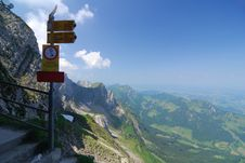 Free Signposted Trail Stock Photos - 14938423