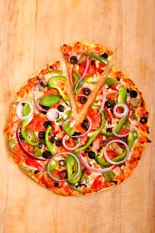 Free Pizza With Vegetables And Pepperoni Stock Photography - 14941632