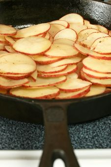 Free Potatoes In Cast Iron Skillet Stock Image - 14943051