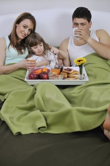Free Happy Young Family Eat Breakfast In Bed Royalty Free Stock Photography - 14944467