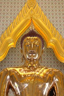 Free Statue Of A Pure Gold Buddha Royalty Free Stock Photography - 14945357