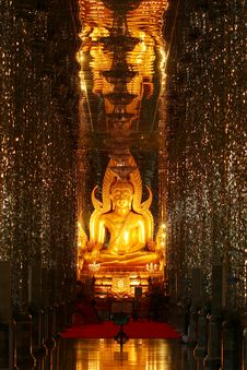 Free Golden Buddha In The Mirror Chapel Royalty Free Stock Images - 14945529