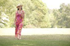 Free Woman Walking Royalty Free Stock Photography - 14947987