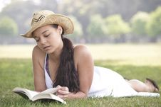 Free Girl Reading Book Stock Photos - 14948203