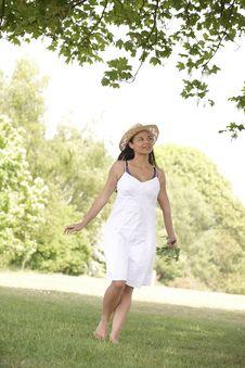 Free Woman Walking Stock Photography - 14949212