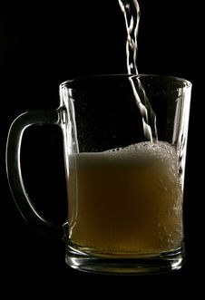 Free Cider Being Poured Into Pint Glass Royalty Free Stock Images - 14949359