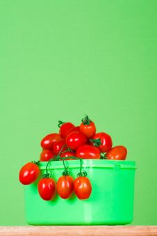 Free Container With Fresh Tomatoes Royalty Free Stock Photos - 14950288