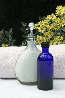 Free Soap,oil And Towels Stock Photo - 14953900