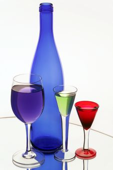 Free Dark Blue Bottle And Three Wine-glasses Royalty Free Stock Photography - 14954447