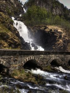 Free Waterfall And Bridge Royalty Free Stock Photo - 14954575