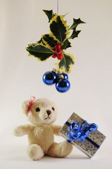 Free Girl Christmas Teddy Bear Royalty Free Stock Photo - 14958165