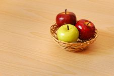 Free Apple Basket Royalty Free Stock Photos - 14963128