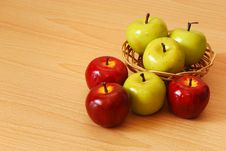 Free Colorful Apple Basket Stock Images - 14963454