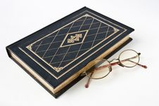 Old Book & Eyeglass Royalty Free Stock Photography