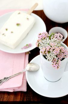 Free Summer Bouquet And Ice Cream Stock Image - 14968951